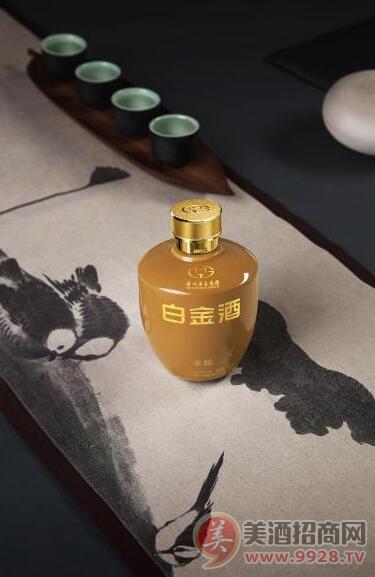 """持续推动中国酒业发展 白金酒荣膺""""卓越品牌""""称号"""