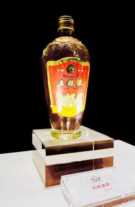 """36位中��首席白酒品酒���R聚酒都宜�e 用科技品味""""�r�g的味道"""""""