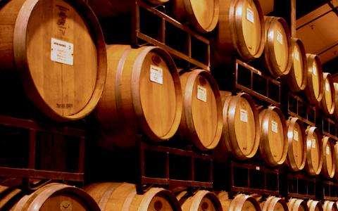 橡木桶在�酒�^程中有什么用?