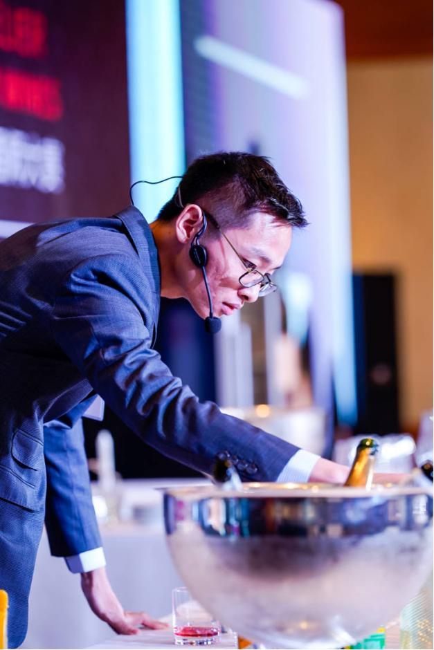 季�――�碜灾��大�的范�V明Brian,上海Mr Wong的侍酒��
