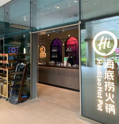 茅台再玩跨界合作,登陆新加坡海底捞全智能餐厅!