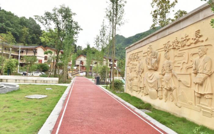茅台集团援建的文家坝旅游小康示范村