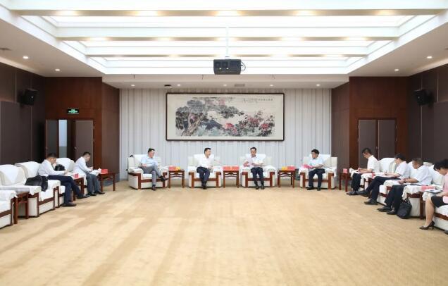 高卫东、李静仁与武汉金融控股集团总经理梅林座谈