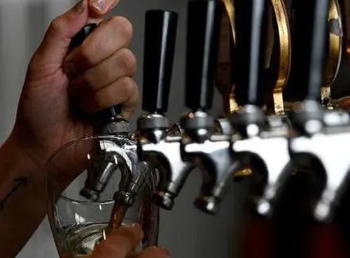 澳大利亚用啤酒发电