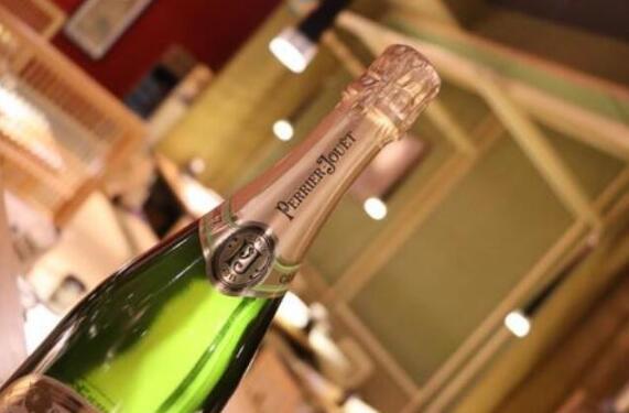 法国巴黎之花香槟与佳士得拍卖行建立合作关系