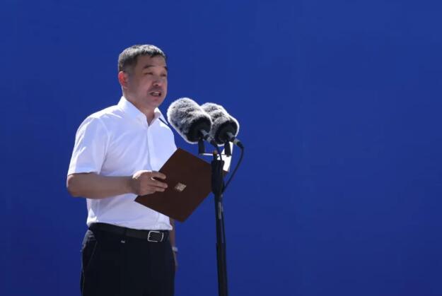 金东集团财务总监罗永红代表集中开工项目企业发言