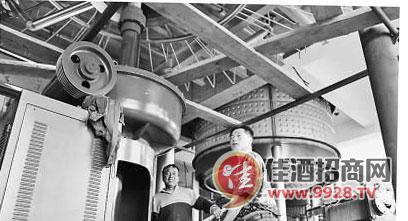 """""""9月20日,在黑龙江省鹤岗市绥滨县新北国啤酒有限公司,厂区负责人章"""